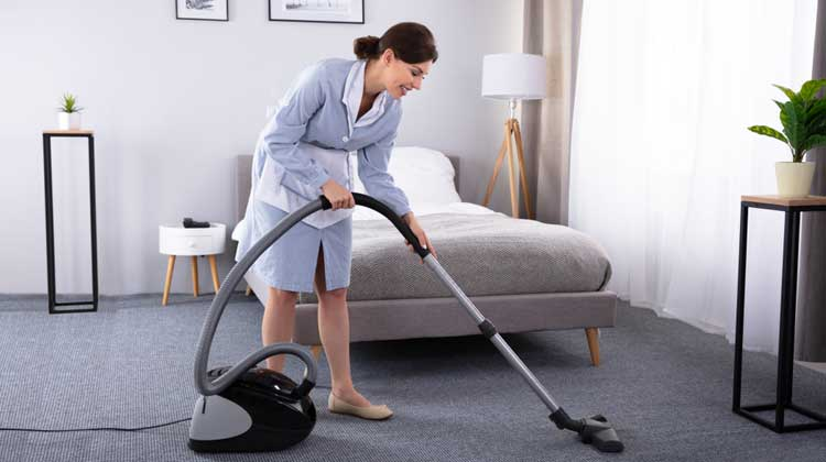 Clean Hardwood Floor by Cleaning Machine